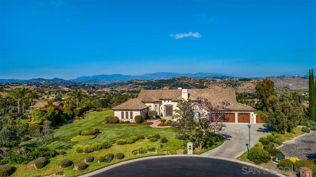 Main Photo: FALLBROOK House for sale : 4 bedrooms : 1966 Katie Court