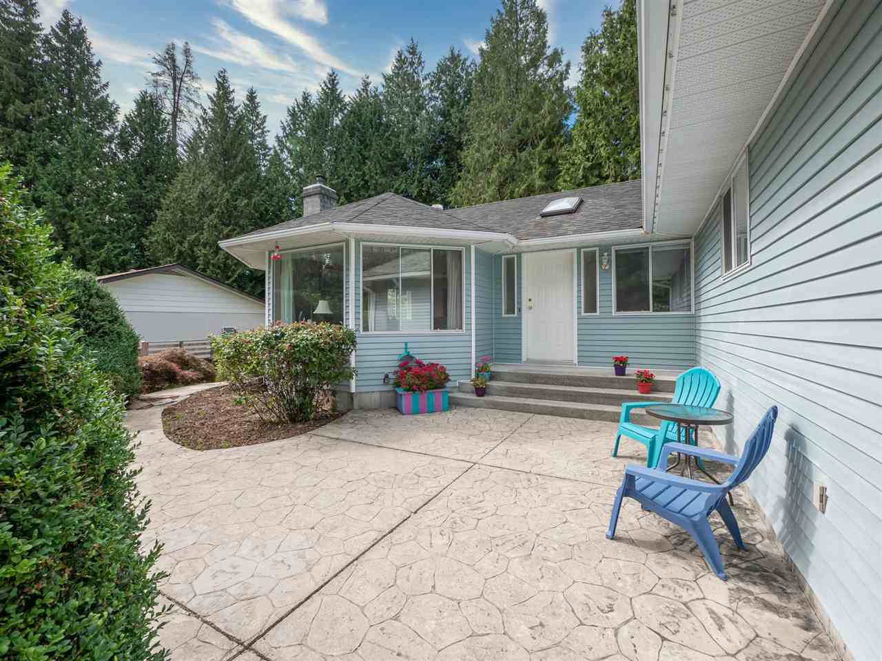 Main Photo: 7639 EUREKA Avenue in Halfmoon Bay: Halfmn Bay Secret Cv Redroofs House for sale (Sunshine Coast)  : MLS®# R2488854