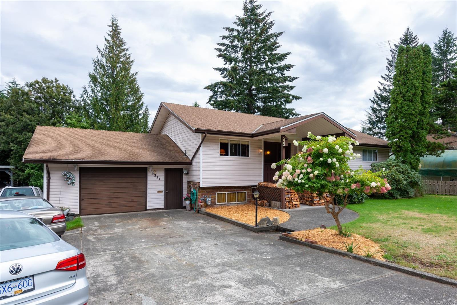 Main Photo: 2371 Dolly Varden Rd in : CR Campbell River North House for sale (Campbell River)  : MLS®# 856361
