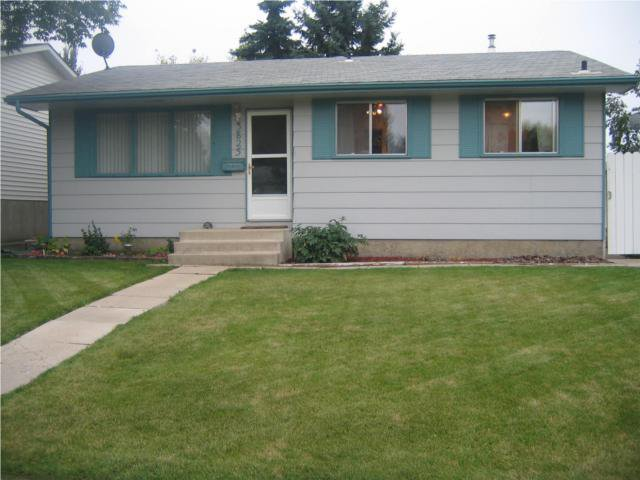 Main Photo: 3825 DIEFENBAKER Drive in SASKATOON: Single Family Dwelling for sale : MLS®# SK320046