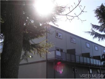 Main Photo: 201 991 Cloverdale Ave in VICTORIA: SE Quadra Condo for sale (Saanich East)  : MLS®# 494984