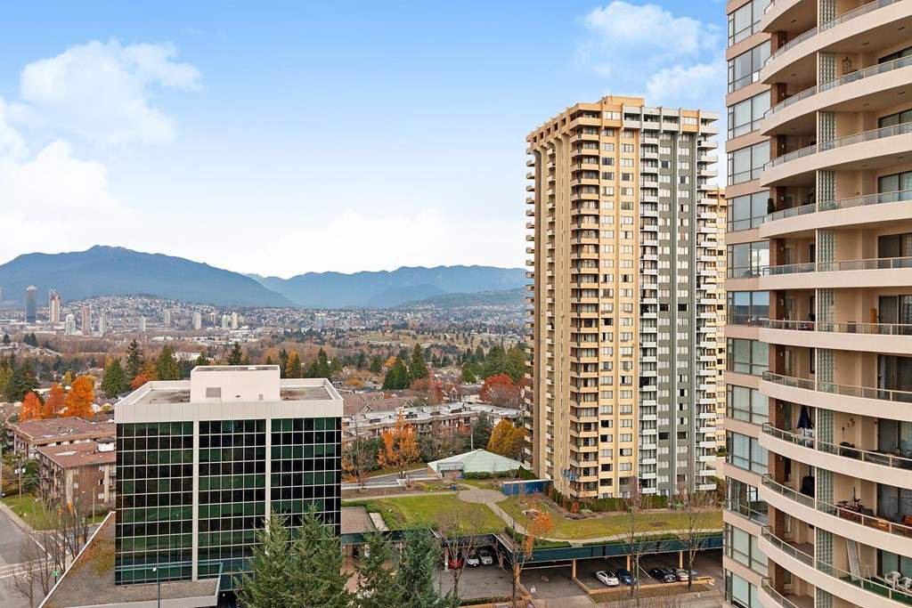 "Main Photo: 1702 5883 BARKER Avenue in Burnaby: Metrotown Condo for sale in ""ALDYNNE ON THE PARK"" (Burnaby South)  : MLS®# R2420106"