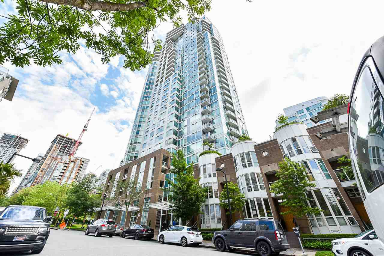 "Main Photo: 2002 1500 HORNBY Street in Vancouver: Yaletown Condo for sale in ""888 BEACH"" (Vancouver West)  : MLS®# R2461920"