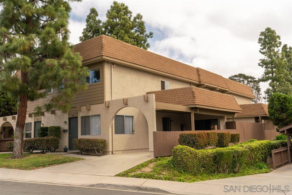 Main Photo: UNIVERSITY CITY Condo for sale : 4 bedrooms : 7853 Camino Raposa in San Diego