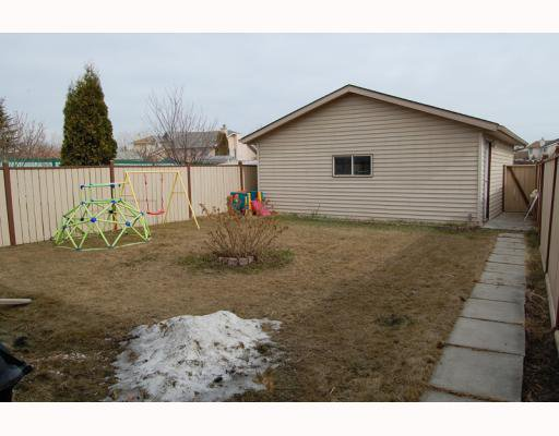 Photo 8: Photos: 906 ERIN WOODS Drive SE in CALGARY: Erinwoods Residential Detached Single Family for sale (Calgary)  : MLS®# C3374195