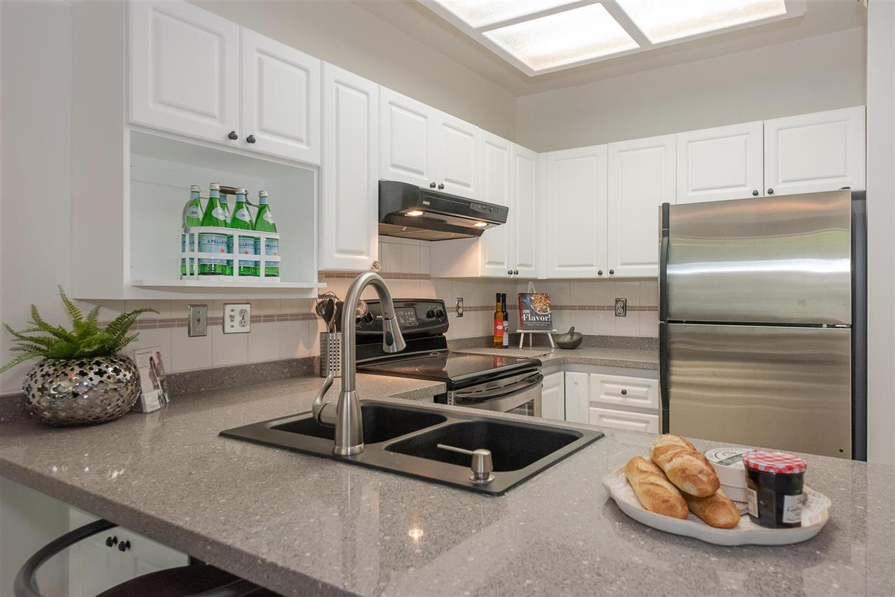 """Main Photo: 104 6475 CHESTER Street in Vancouver: Fraser VE Condo for sale in """"SOUTHRIDGE"""" (Vancouver East)  : MLS®# R2398431"""
