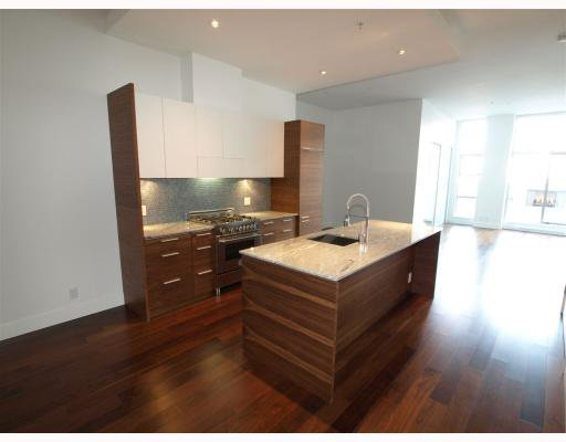 "Main Photo: 102 4375 W 10TH Avenue in Vancouver: Point Grey Condo for sale in ""VARSITY"" (Vancouver West)  : MLS®# V748079"