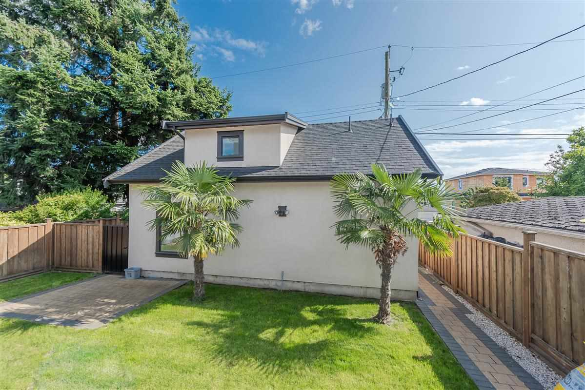 1568 E 58TH Avenue in Vancouver: Fraserview VE House for