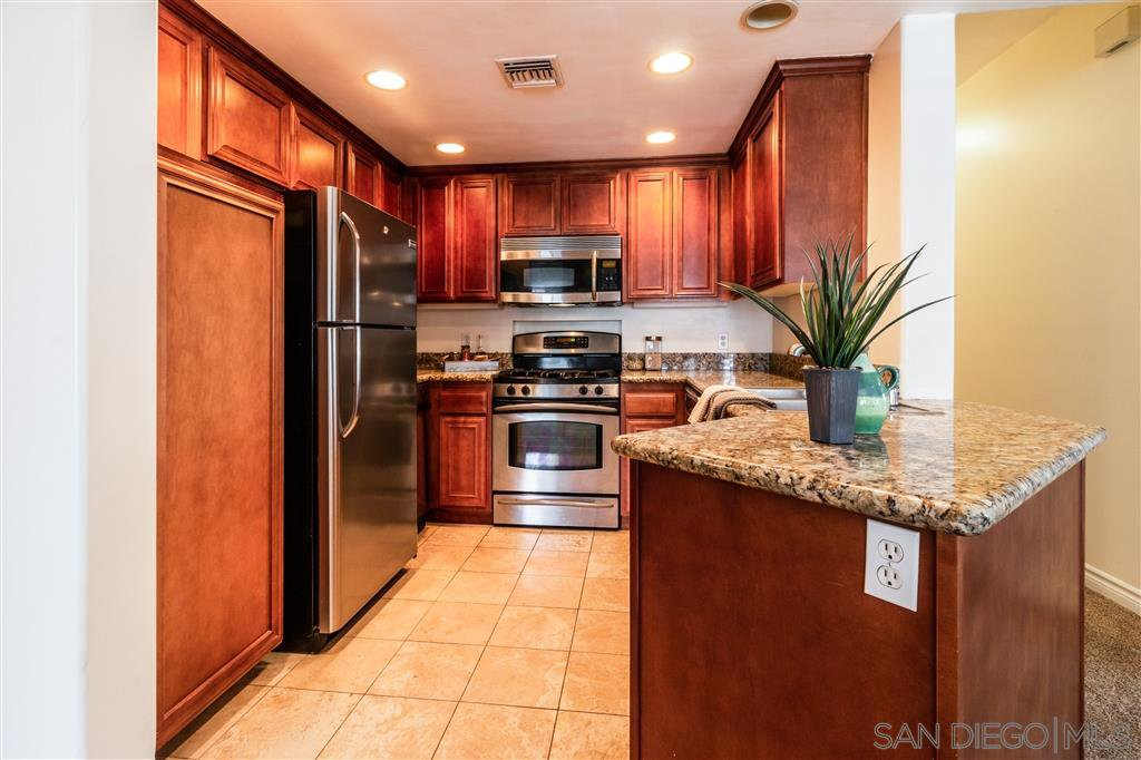 Main Photo: HILLCREST Condo for sale : 2 bedrooms : 3990 Centre St #202 in San Diego
