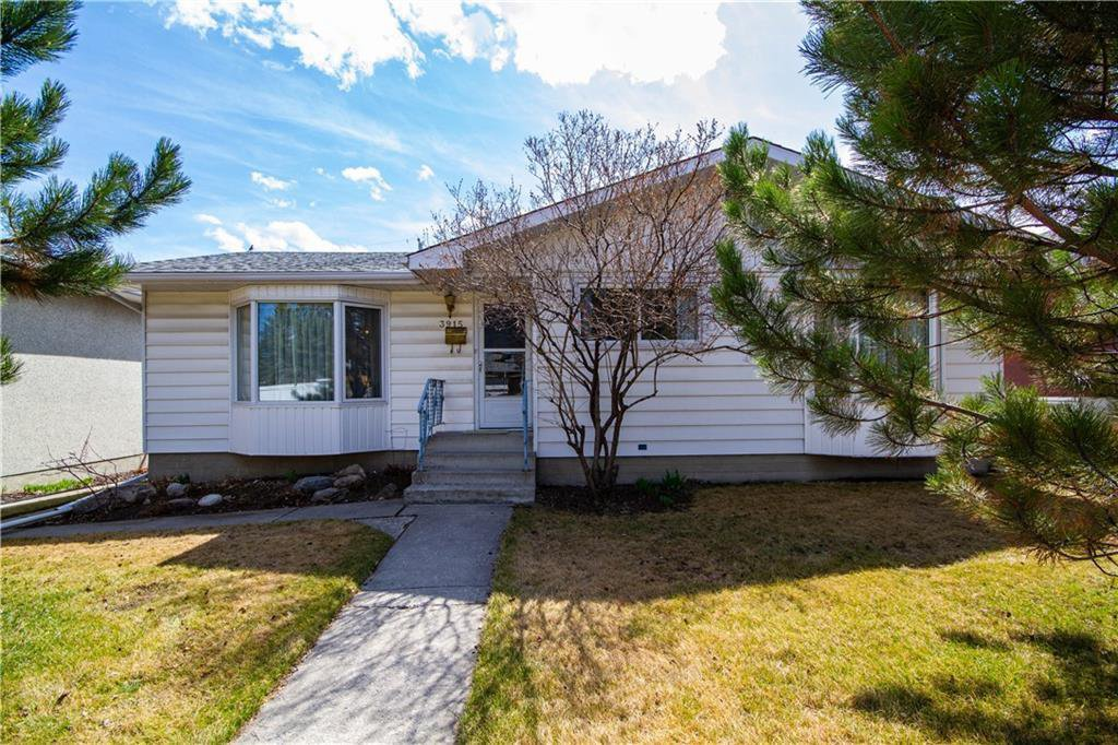 Main Photo: 3915 46 Avenue SW in Calgary: Glamorgan Detached for sale : MLS®# C4295540