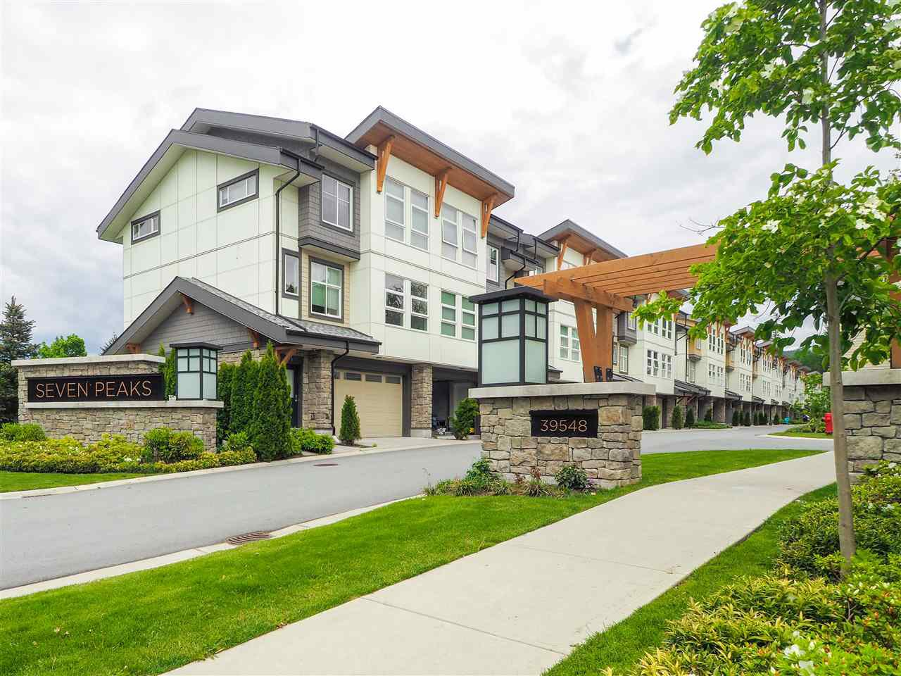 Main Photo: 36 39548 LOGGERS Lane in Squamish: Brennan Center Townhouse for sale : MLS®# R2457118