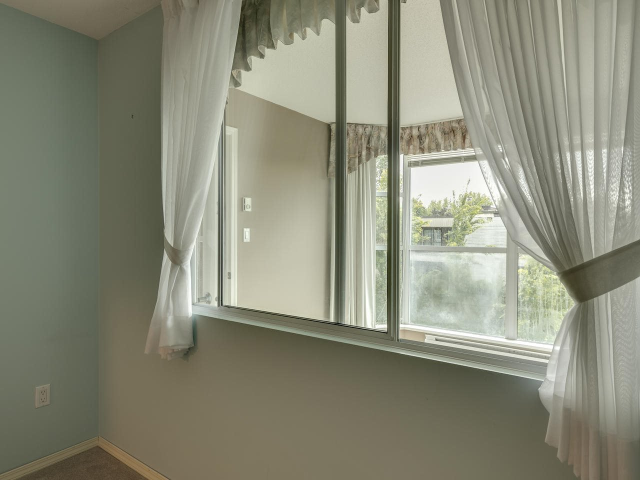 """Photo 23: Photos: 404 12148 224 Street in Maple Ridge: East Central Condo for sale in """"Panorama"""" : MLS®# R2461995"""