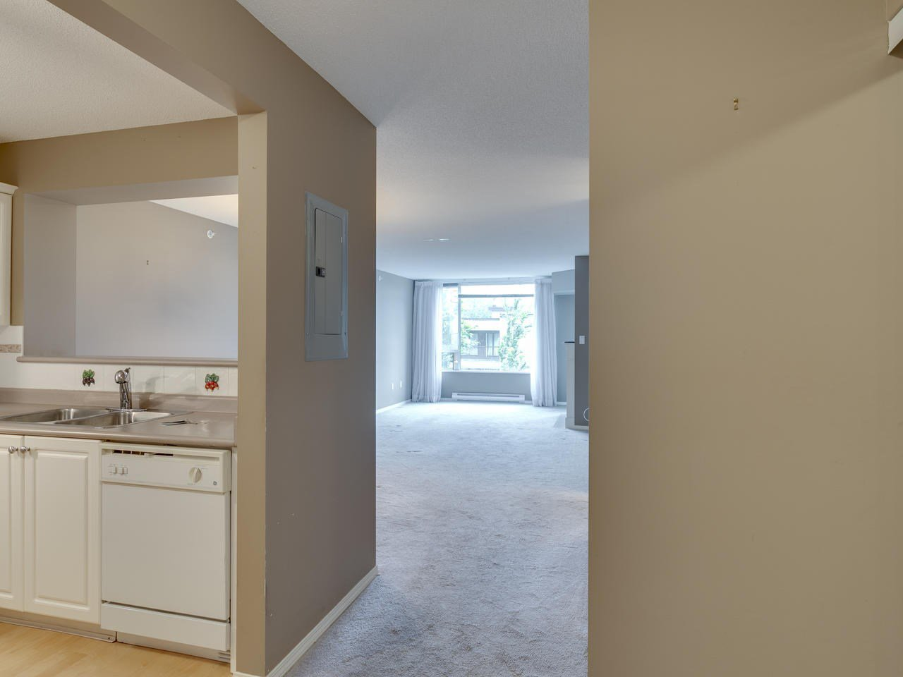 """Photo 5: Photos: 404 12148 224 Street in Maple Ridge: East Central Condo for sale in """"Panorama"""" : MLS®# R2461995"""