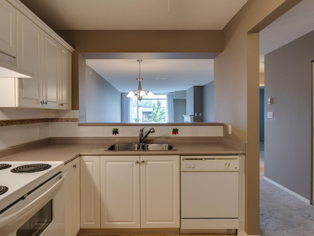 """Photo 8: Photos: 404 12148 224 Street in Maple Ridge: East Central Condo for sale in """"Panorama"""" : MLS®# R2461995"""