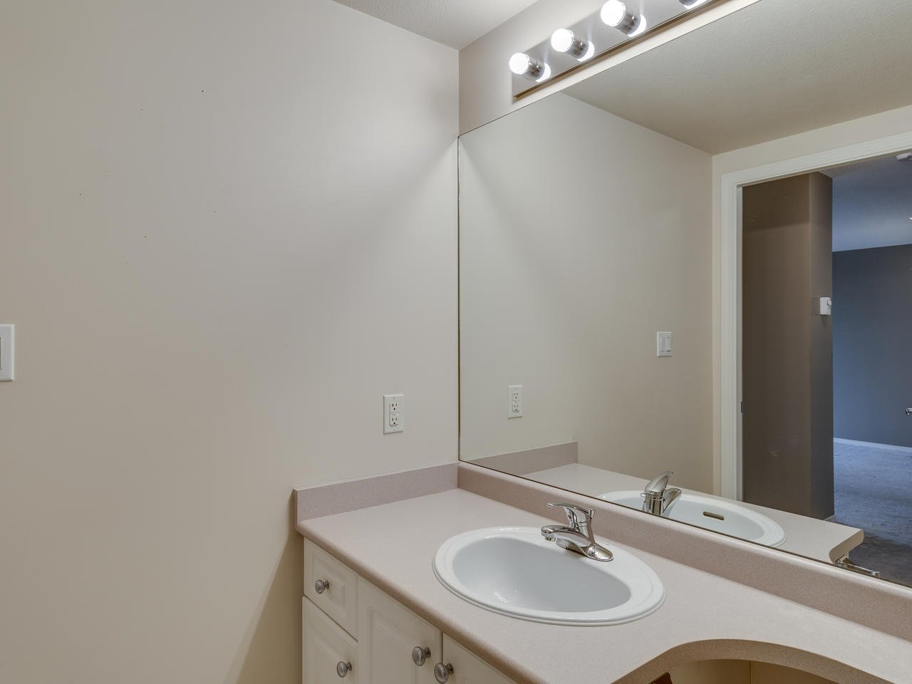 """Photo 26: Photos: 404 12148 224 Street in Maple Ridge: East Central Condo for sale in """"Panorama"""" : MLS®# R2461995"""