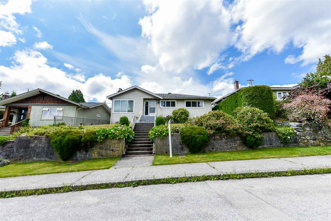 Main Photo: 912 KENT Street in New Westminster: The Heights NW House for sale : MLS®# R2475352