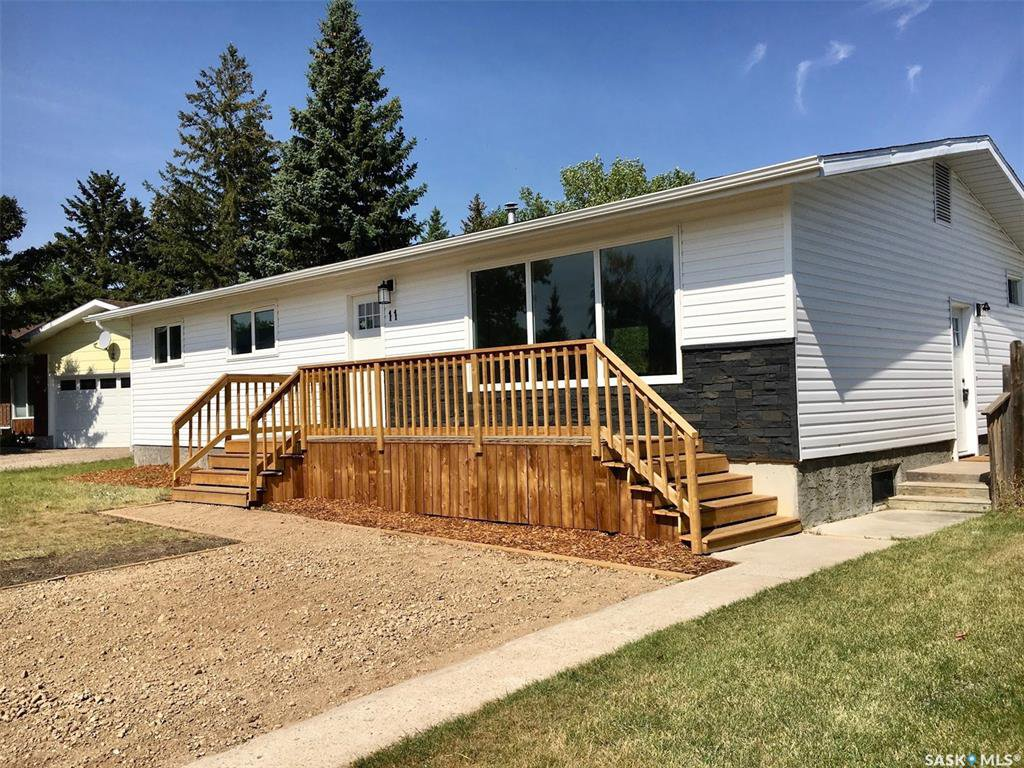 Main Photo: 11 Poplar Place in Lanigan: Residential for sale : MLS®# SK823466
