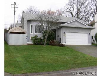 Main Photo: 4220 Ponderosa Cres in VICTORIA: SW Northridge House for sale (Saanich West)  : MLS®# 522724