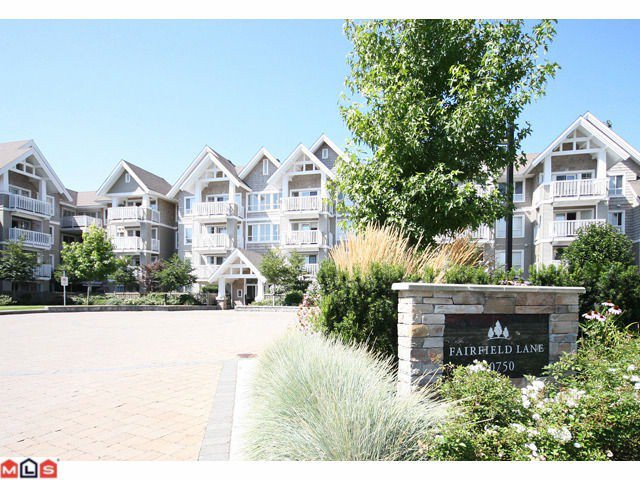 "Main Photo: 319 20750 DUNCAN Way in Langley: Langley City Condo for sale in ""FAIRFIELD LANE"" : MLS®# F1015036"