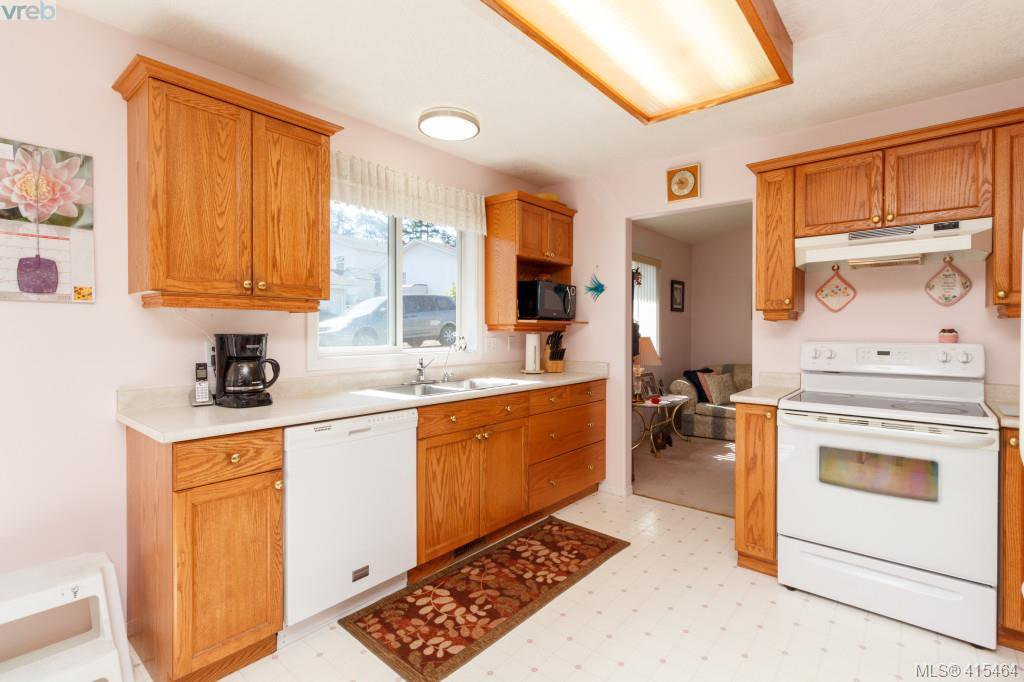 Photo 9: Photos: 61 Salmon Crt in VICTORIA: VR Glentana Manufactured Home for sale (View Royal)  : MLS®# 824126