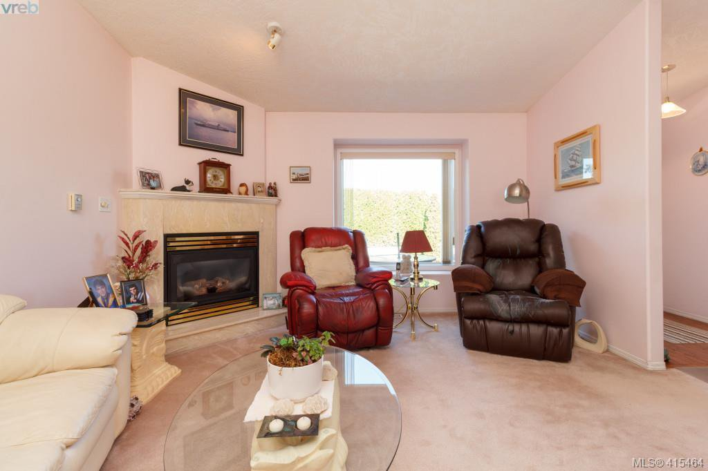 Photo 5: Photos: 61 Salmon Crt in VICTORIA: VR Glentana Manufactured Home for sale (View Royal)  : MLS®# 824126