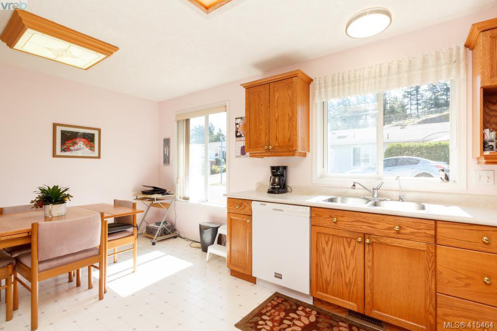 Photo 12: Photos: 61 Salmon Crt in VICTORIA: VR Glentana Manufactured Home for sale (View Royal)  : MLS®# 824126