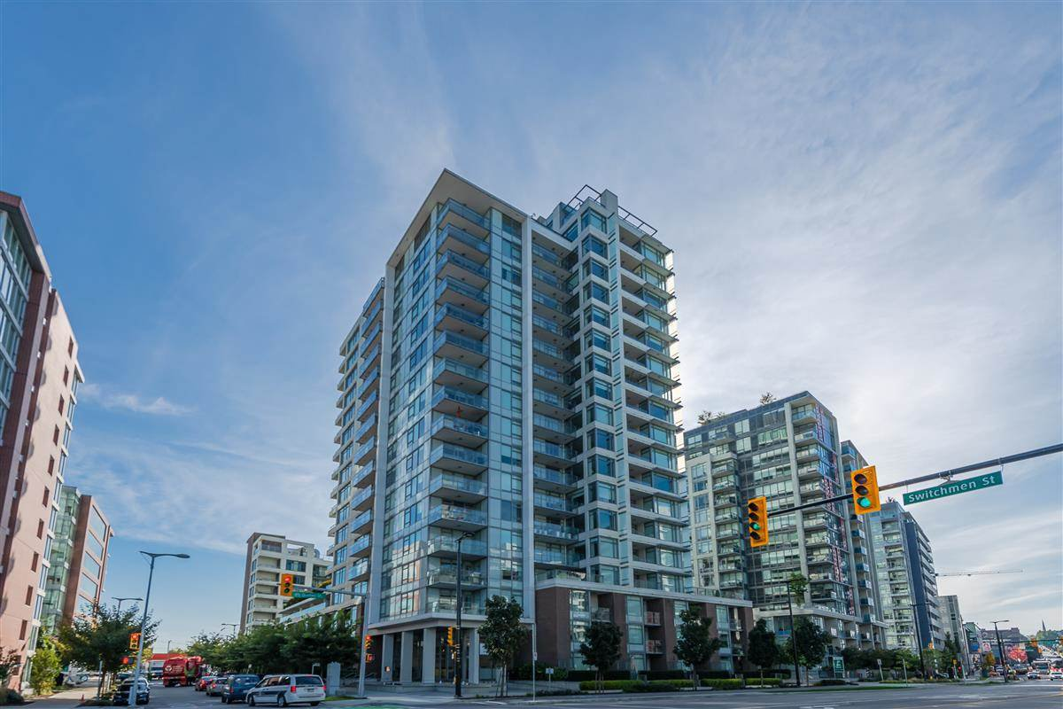 Main Photo: 1905 110 SWITCHMEN Street in Vancouver: Mount Pleasant VE Condo for sale (Vancouver East)  : MLS®# R2412738