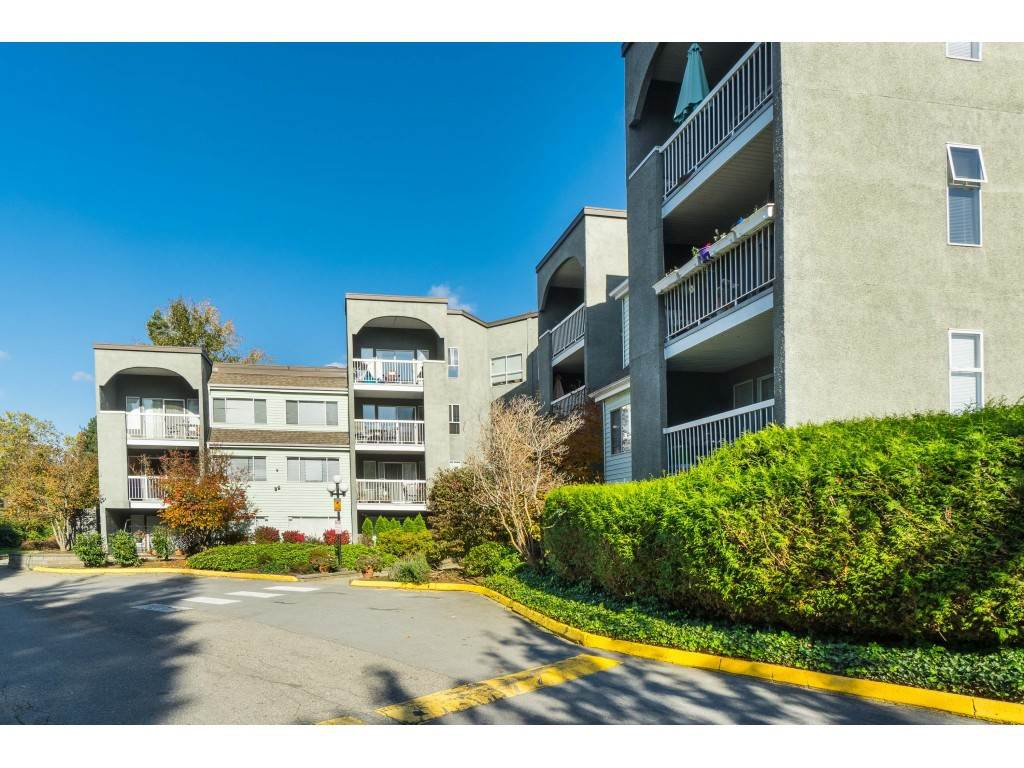 Main Photo: 104 5700 200 STREET in Langley: Langley City Condo for sale : MLS®# R2413141
