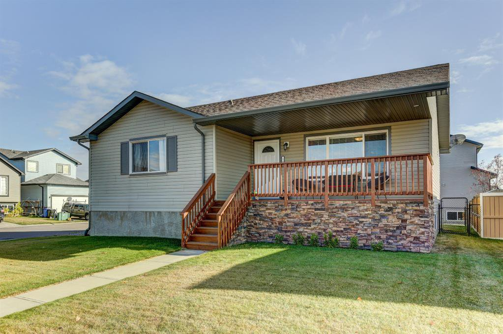 Main Photo: 541 Carriage Lane Drive: Carstairs Detached for sale : MLS®# A1039901
