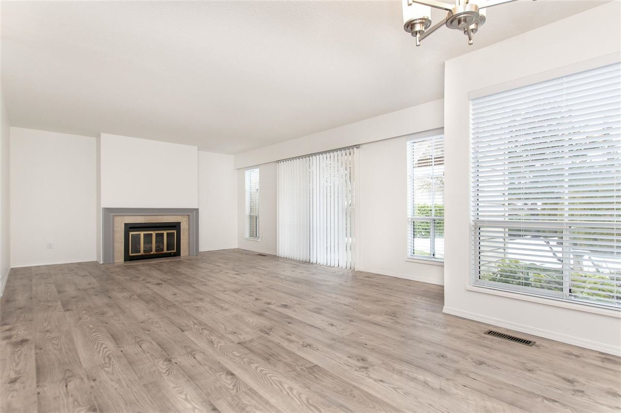 """Main Photo: 35 6140 192 Street in Surrey: Cloverdale BC Townhouse for sale in """"The Estates at Manor Ridge"""" (Cloverdale)  : MLS®# R2396053"""