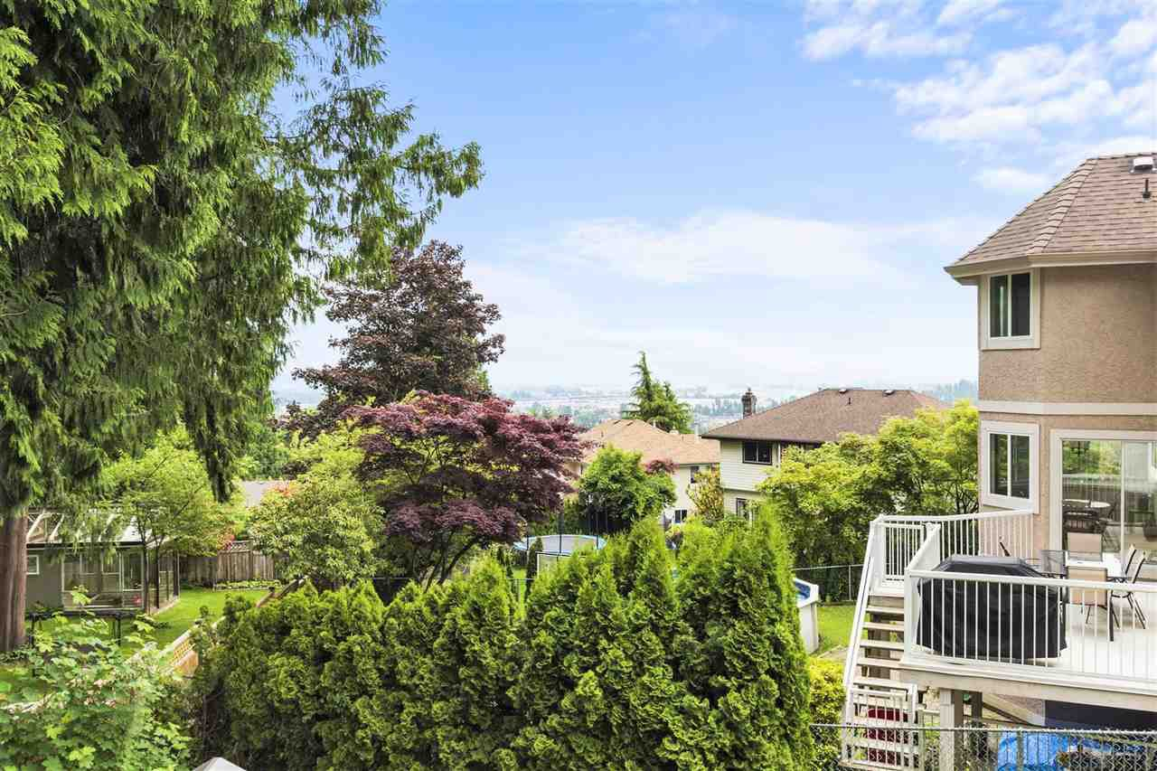Photo 7: Photos: 749 CLEARWATER Way in Coquitlam: Coquitlam East House for sale : MLS®# R2458177