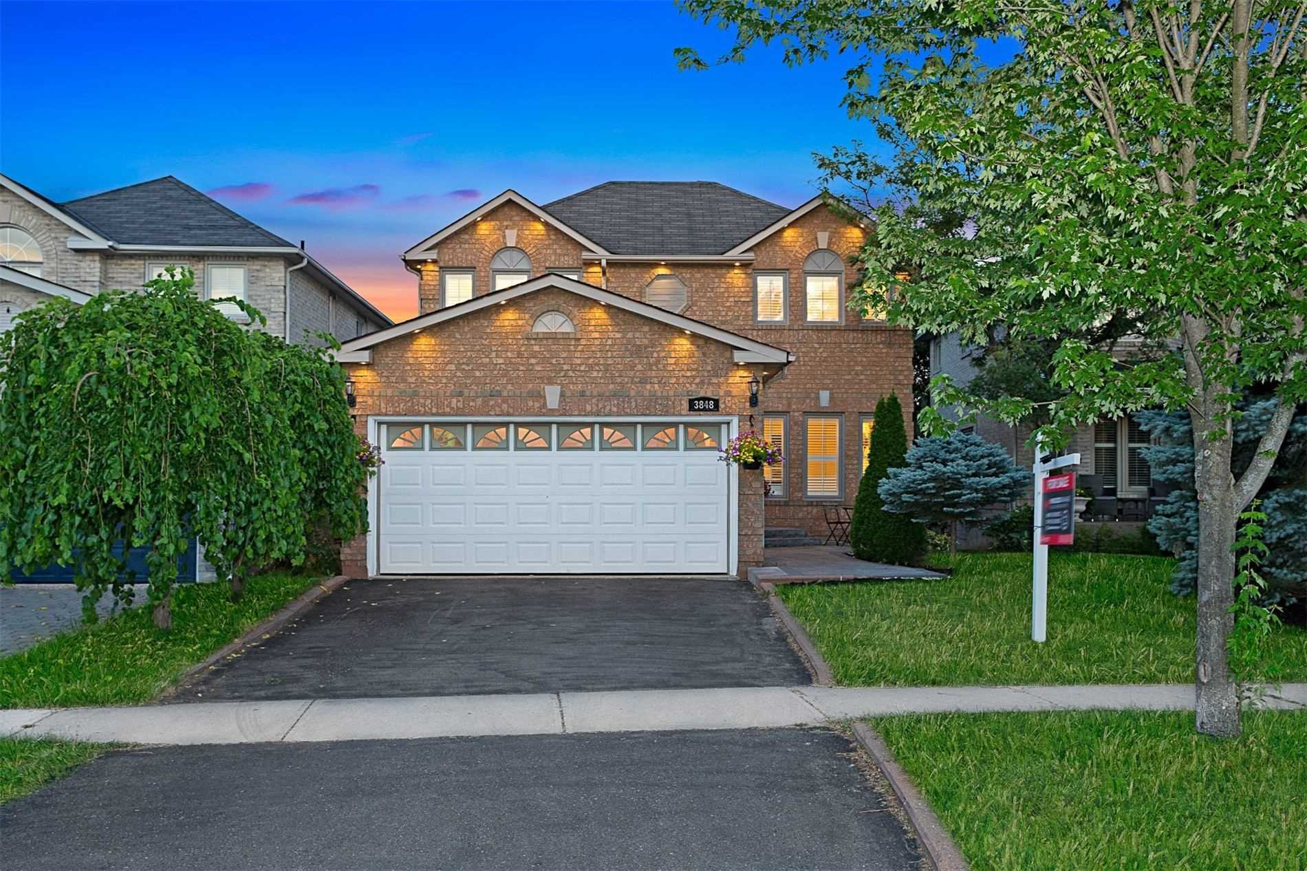 Main Photo: 3848 Periwinkle Crescent in Mississauga: Lisgar House (2-Storey) for sale : MLS®# W4819537