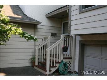 Main Photo: 122 710 Massie Dr in VICTORIA: La Langford Proper Row/Townhouse for sale (Langford)  : MLS®# 506044