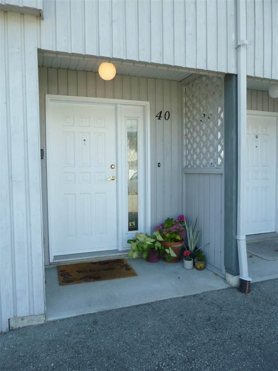 "Main Photo: 40 5761 WHARF Avenue in Sechelt: Sechelt District Townhouse for sale in ""ROYAL REACH"" (Sunshine Coast)  : MLS®# R2398059"