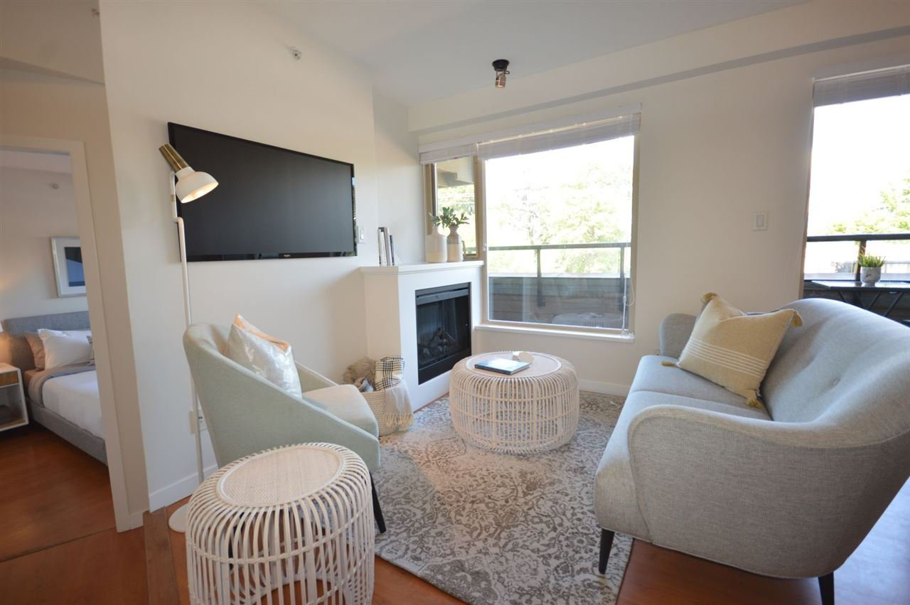 """Photo 2: Photos: PH2 3089 OAK Street in Vancouver: Fairview VW Condo for sale in """"THE OAKS"""" (Vancouver West)  : MLS®# R2415953"""