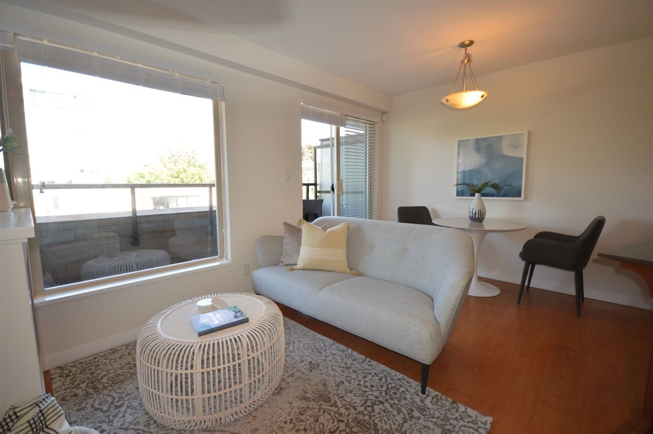"""Photo 5: Photos: PH2 3089 OAK Street in Vancouver: Fairview VW Condo for sale in """"THE OAKS"""" (Vancouver West)  : MLS®# R2415953"""