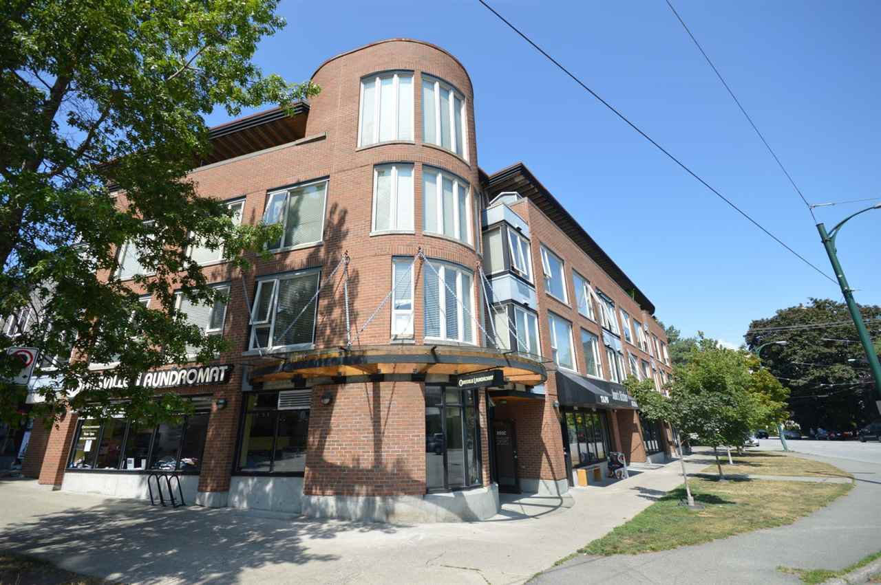 "Main Photo: PH2 3089 OAK Street in Vancouver: Fairview VW Condo for sale in ""THE OAKS"" (Vancouver West)  : MLS®# R2415953"