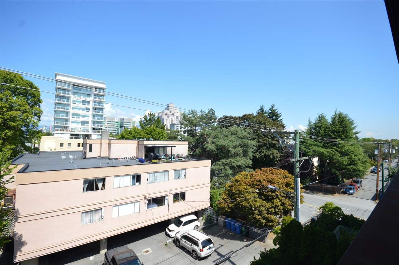 """Photo 17: Photos: PH2 3089 OAK Street in Vancouver: Fairview VW Condo for sale in """"THE OAKS"""" (Vancouver West)  : MLS®# R2415953"""