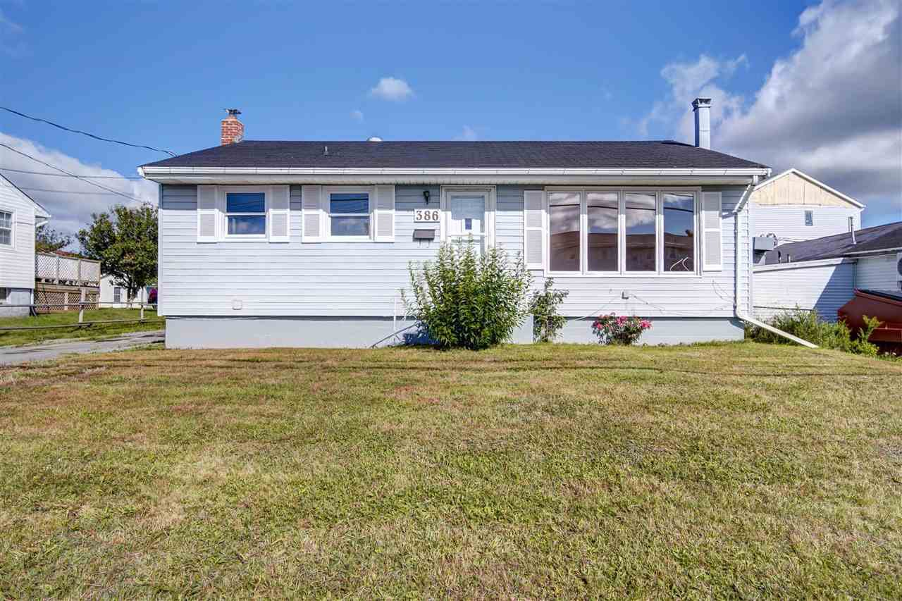 Main Photo: 386 Cow Bay Road in Eastern Passage: 11-Dartmouth Woodside, Eastern Passage, Cow Bay Residential for sale (Halifax-Dartmouth)  : MLS®# 202017199