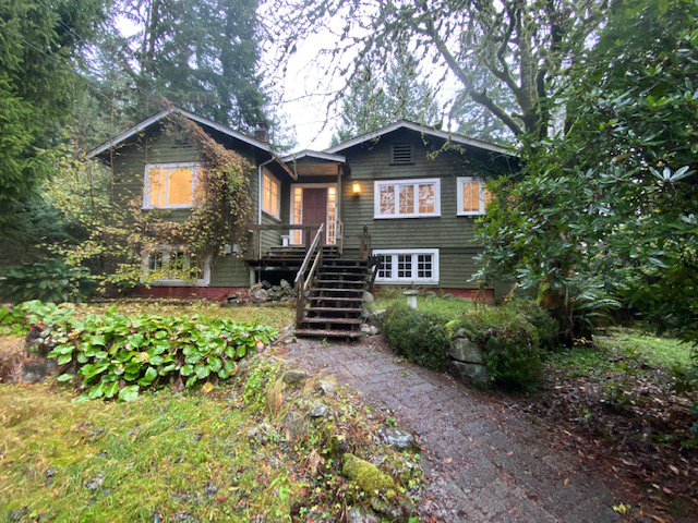 Photo 2: Photos: 3802 St Marys Ave in North Vancouver: Upper Lonsdale House for rent