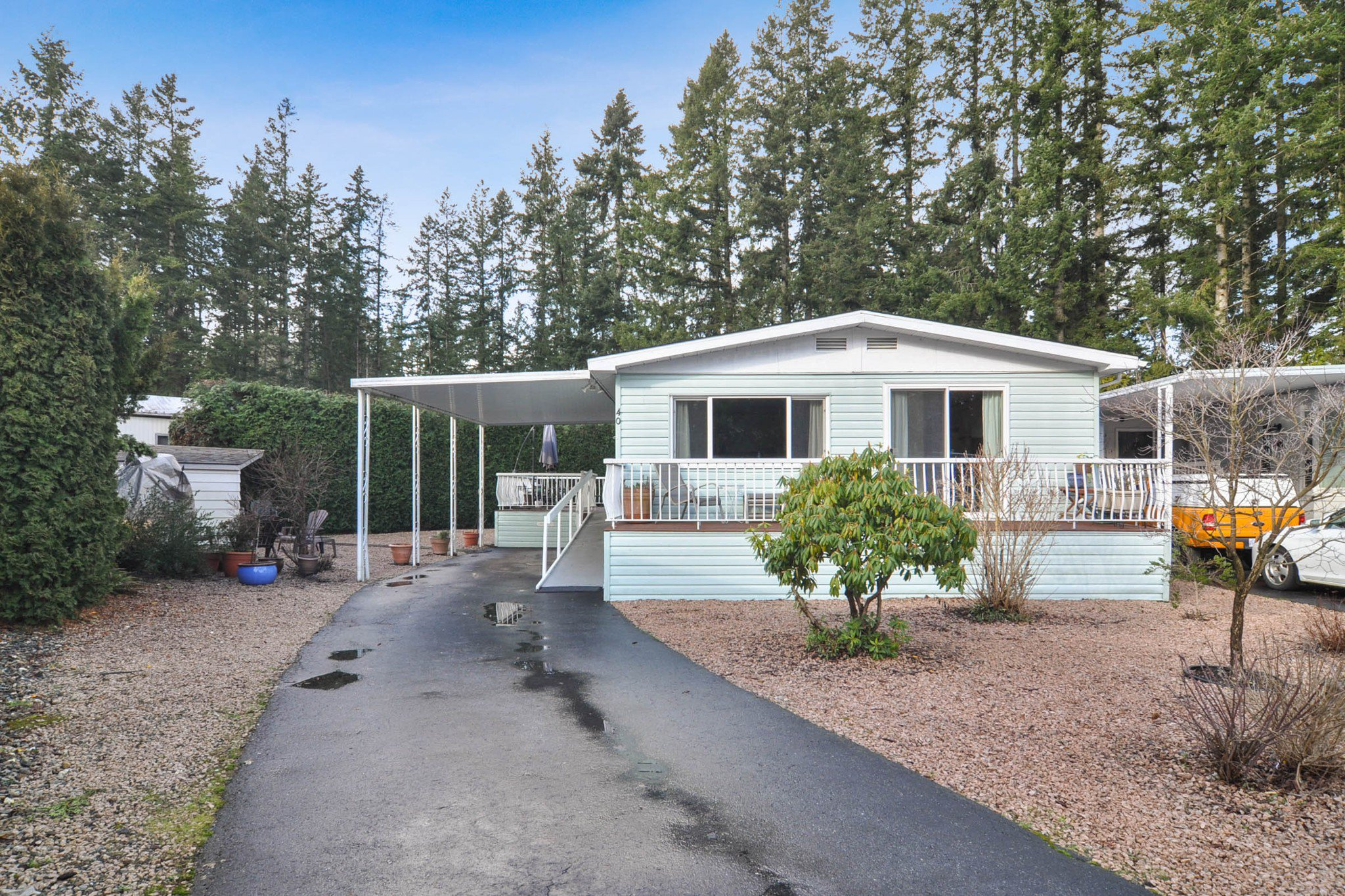 """Main Photo: 40 2305 200 Street in Langley: Brookswood Langley Manufactured Home for sale in """"Cedar Lane Park"""" : MLS®# R2524495"""