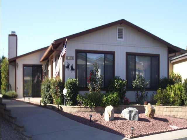 Main Photo: NORTH ESCONDIDO Residential for sale : 2 bedrooms : 1109 Hilo Glen in Escondido