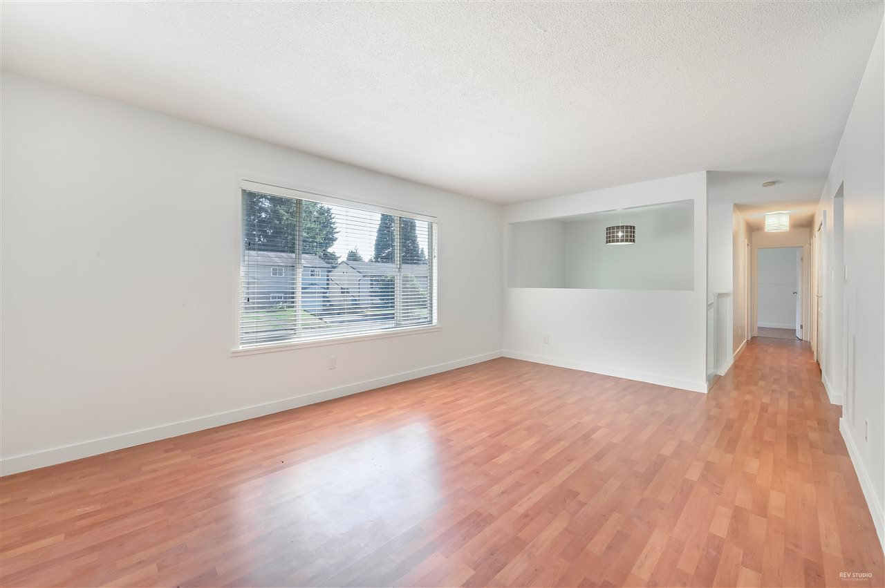 Main Photo: 21077 COOK Avenue in Maple Ridge: Southwest Maple Ridge House for sale : MLS®# R2403883
