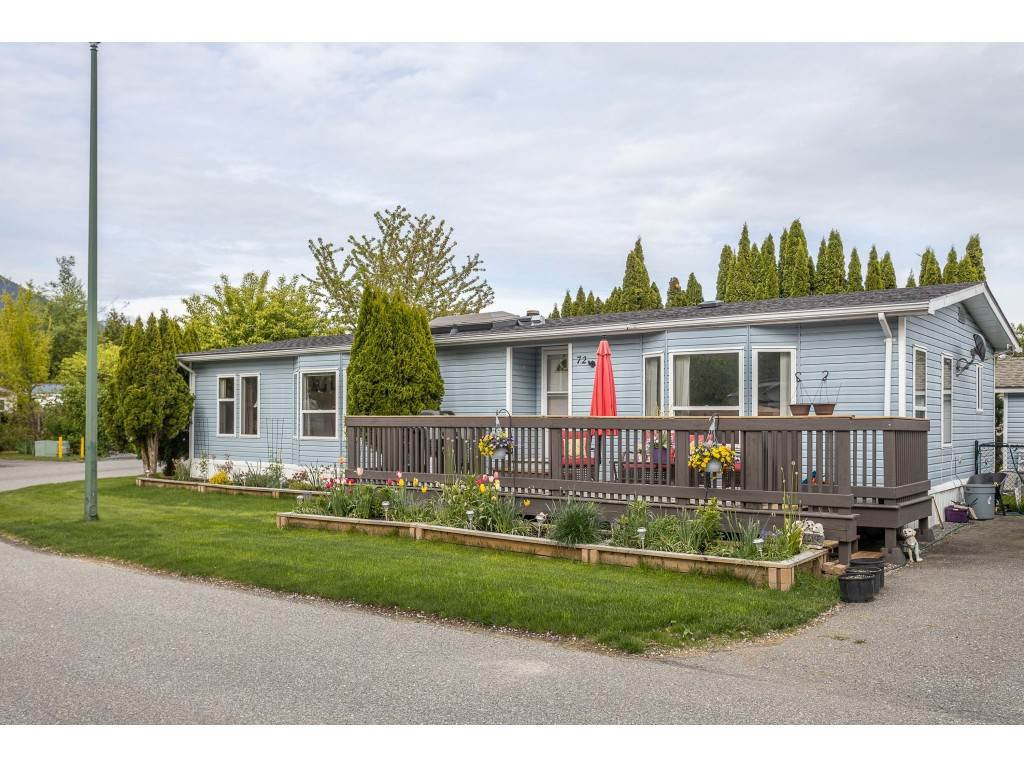 "Main Photo: 72 41168 LOUGHEED Highway in Mission: Dewdney Deroche Manufactured Home for sale in ""Oasis Country Estates"" : MLS®# R2454251"