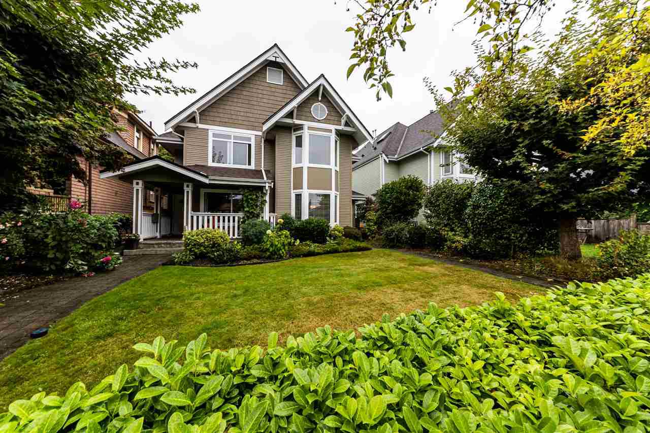 Main Photo: 262 10th Street in : Central Lonsdale Duplex for sale (North Vancouver)  : MLS®# r2499899