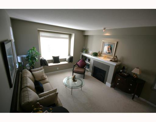 "Main Photo: 34 7331 HEATHER Street in Richmond: McLennan North Townhouse for sale in ""BAYBERRY"" : MLS®# V791131"