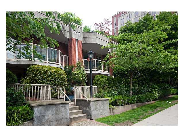 "Main Photo: 105 867 HAMILTON Street in Vancouver: Downtown VW Townhouse for sale in ""JARDINES LOOKOUT"" (Vancouver West)  : MLS®# V832897"