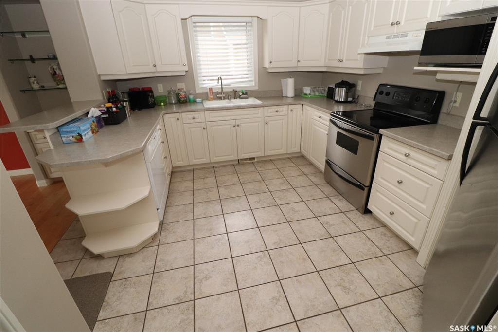 Photo 2: Photos: 706 BROOKHURST Lane in Saskatoon: Briarwood Residential for sale : MLS®# SK809739