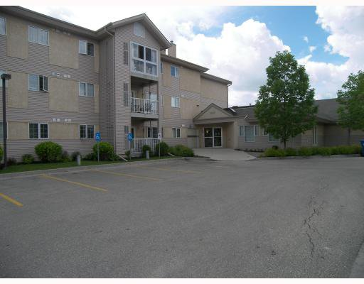 Main Photo: 685 Warde Avenue in WINNIPEG: St Vital Condominium for sale (South East Winnipeg)  : MLS®# 2913029