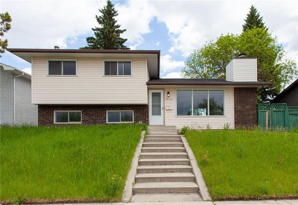 Main Photo: 3216 Rundleside Drive NE in Calgary: Rundle Detached for sale : MLS®# C4303077